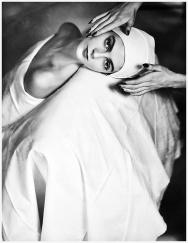 Carmen, masaje facial 1946-Horst P Horst