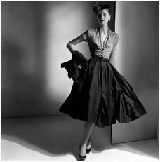 Falda y blusa de Diors para Vogue americano 1952- Horst P Horst