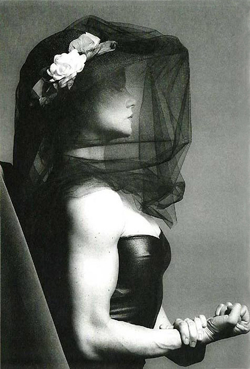 Lady Lisa Lyon-1982-ROBERT MAPPLETHORPE
