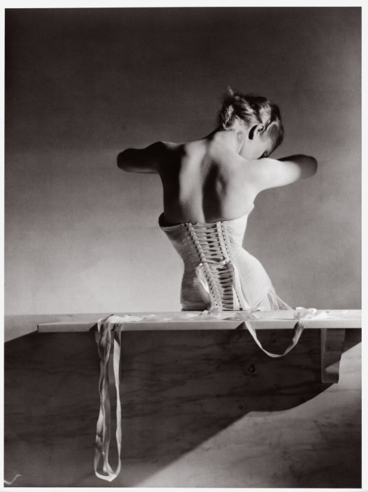 Mainbocher Corset-Paris- 1939-Horst-P-Horst