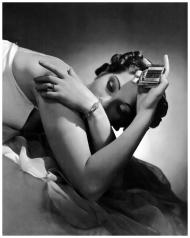Modelo con brazalete y anillo de diamantes de Tiffan para Vogue, octubre-1936-Horst P Horst