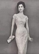 Dovima lleva vestido de Jerry Gilden-Vogue-diciembre-1954