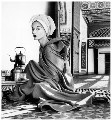 Irving Penn, Lisa Fonssagrives in Maroccan Palace, Marrakech, 1951