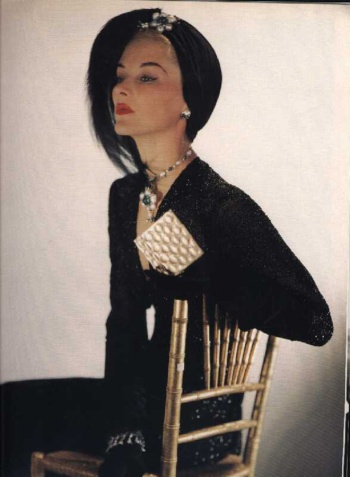 Lisa Fonssagrives con vestido de noche de Sophie Gimbel-Vogue-1940-Fotografia de Horst P.Horst