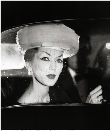 Richard Avedon-Dovima con sombrero de Cristobal Balenciaga-1953
