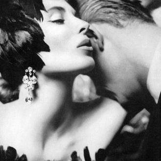 Suzy Parker con sombrero de John Frederics para VETO, 1957